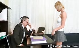 Lovely blonde babe Shelly is spending some quality tutorial time